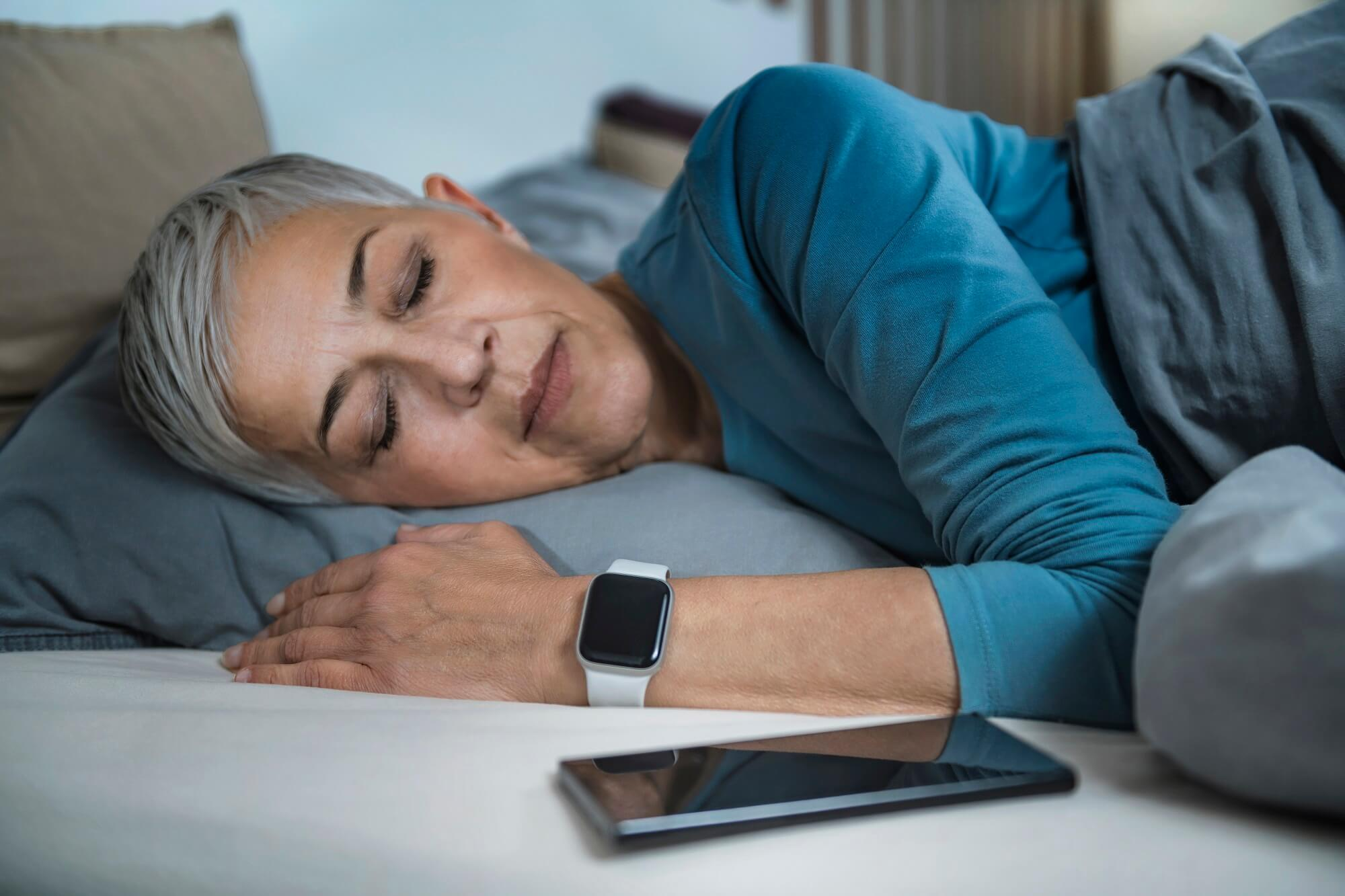 Women Using WatchOS 7 to Improve Her Sleeping Habits