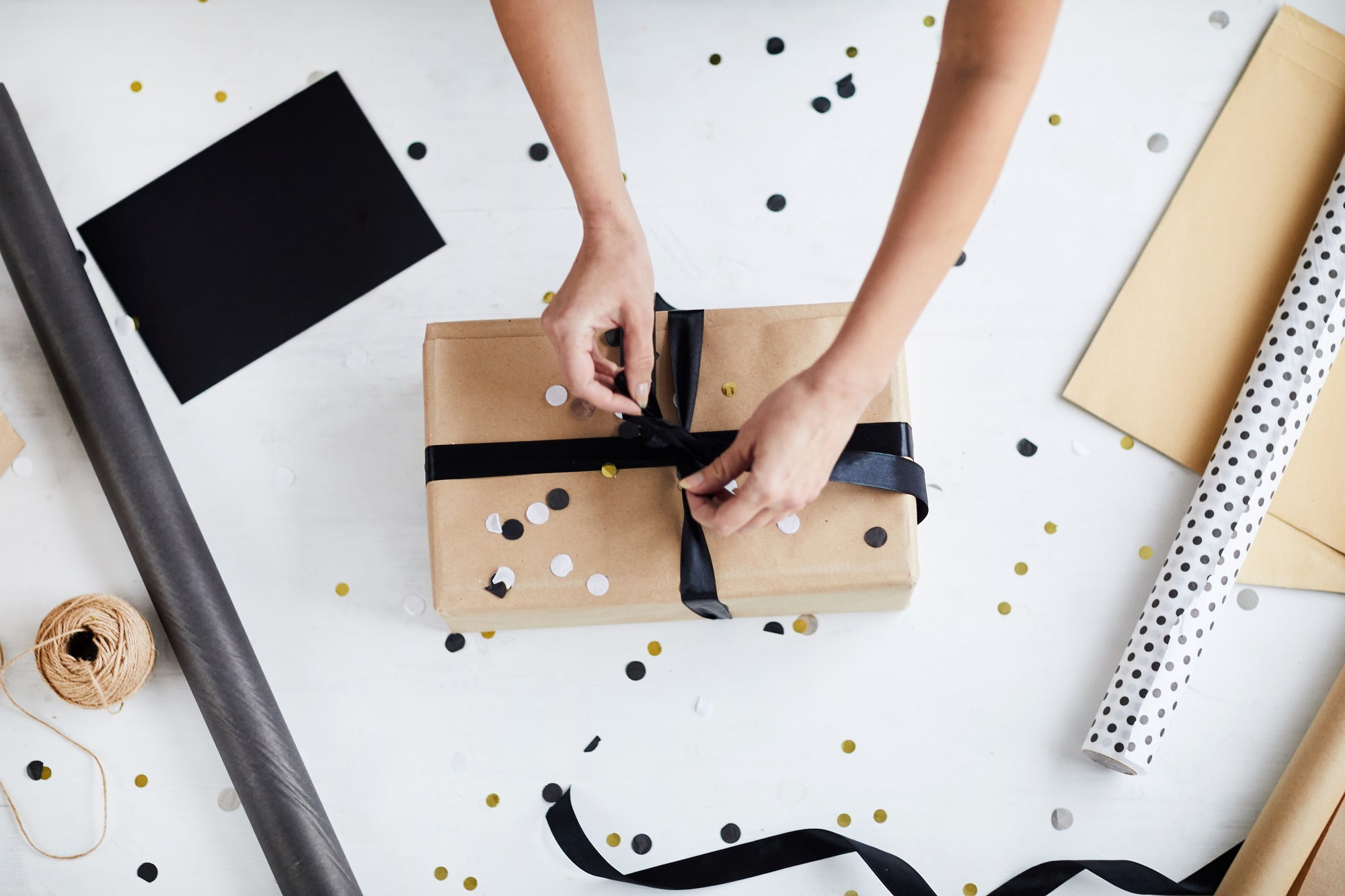 gift wrapping of diy beauty hamper