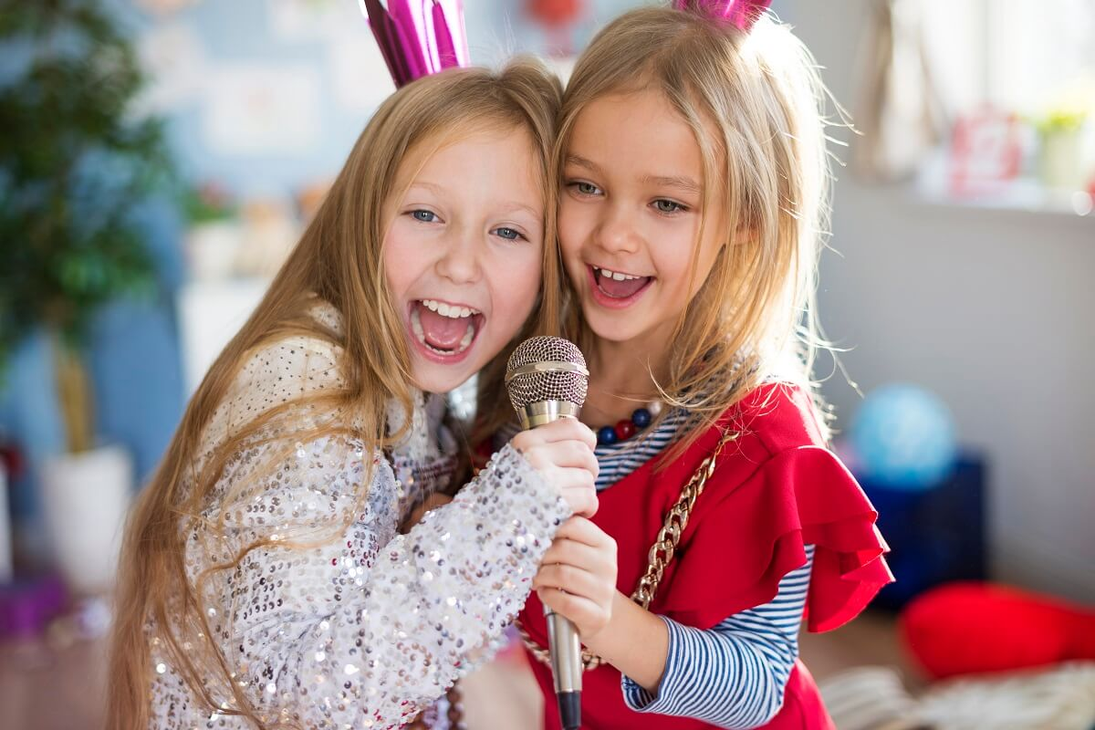 two kids having singing lessons together